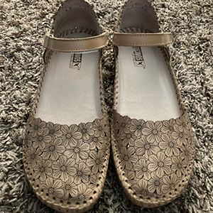 Pikilinos - Beautiful Shoes - EUC